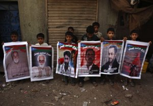 Baloch children holding the pictures of national leaders